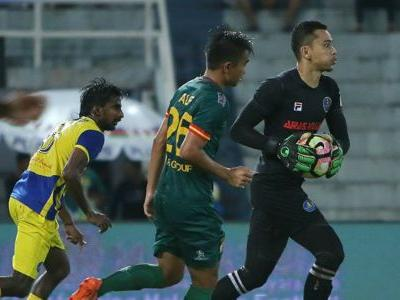 WATCH: Pahang's Helmi Elias struggling to keep a straight face during interview