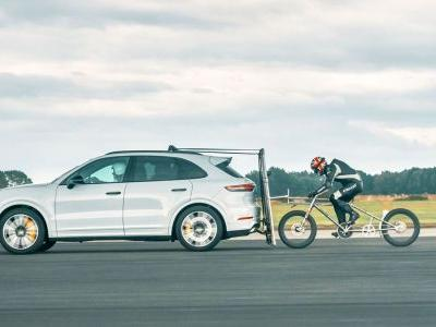 Someone Broke A Record By Cycling 149mph Behind A Porsche Cayenne
