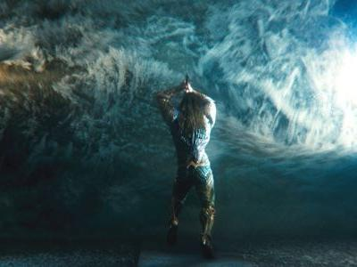Justice League: New Look At Aquaman Underwater