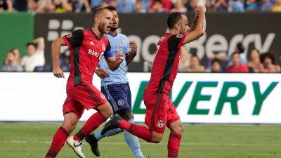 Late Vazquez penalty gives Toronto FC draw with New York City