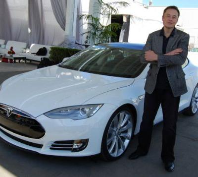 Elon Musk tweets about taking Tesla private, shares spike