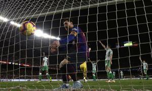 Betis deals Barcelona 1st home league loss in 2 years