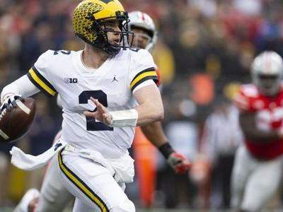 College football notebook: Michigan keeps quarterback, loses defensive tackle