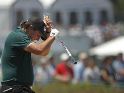 Frustrated Mickelson swats moving ball with putter at Open