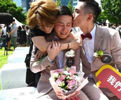 First Couples Say 'I Do' in Taiwan After Same-Sex Is Marriage Legalized
