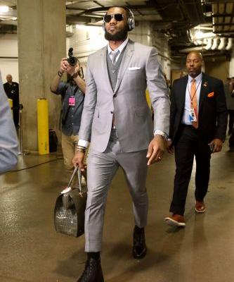 LeBron James, Cleveland Cavaliers arrive at game in matching suits - again