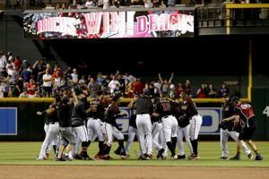 Kelly's hit lifts Diamondbacks in 9th as Red Sox fall to 2-8