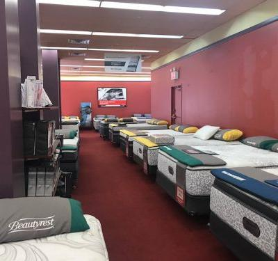 We compared Mattress Firm and the store a hot startup just launched to compete with it - and the winner was clear