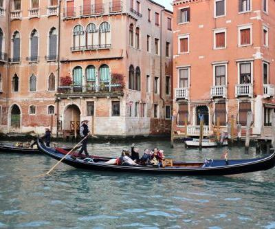 Venice tourists undeterred by floods