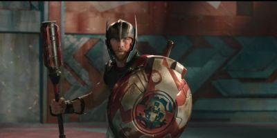 The First Thor: Ragnarok Trailer Features An Epic Showdown Between Hulk And Thor