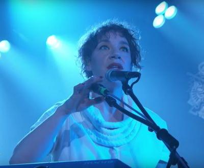 Watch Tune-Yards' Two Virtuosic, Choreography-Heavy Kimmel Performances