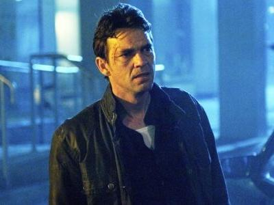 The CW's Batwoman Pilot Casts Dougray Scott, Gets New Director