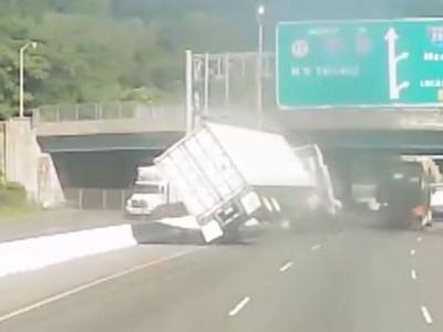 Wild video: Road rage confrontation results in tractor-trailer flipping over
