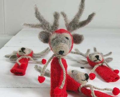 Make your own hand-felted reindeer finger puppets for Christmas