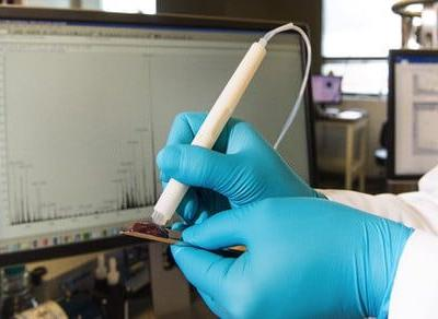Forget biopsies - this smart pen identifies cancerous tissue in 10 seconds