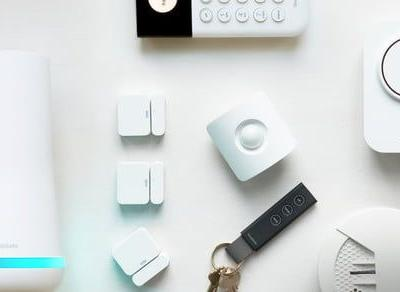 SimpliSafe 4th of July Sale: Save 30% and receive a free Simplicam