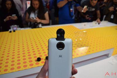Hands-On With Motorola's New Moto 360 Camera Mod