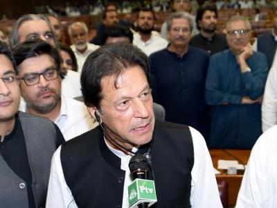 Pakistan's Imran Khan sworn in as prime minister