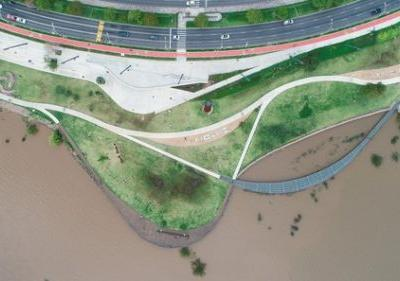 Landscaping on an Urban Scale: 12 Linear Park Projects