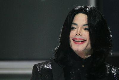 Michael Jackson's estate renews deal with Sony