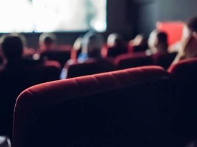 The big movie theater chains are offering pretty sweet deals to lure customers back