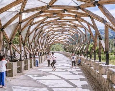 Pergola in Luotuowan Village / LUO studio