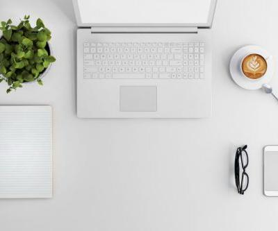 Clean Living 101: How to Feng Shui Your Desk