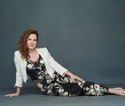 Elizabeth Perkins on Big Hair, Big Wigs and Why Pounds of Makeup Can't Compensate for a Life Lived Hard