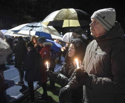 Newtown vigil honors victims of Parkland high school shooting