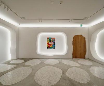 New Tokyo Gallery Transforms Into a Michelin-Star Restaurant at Night
