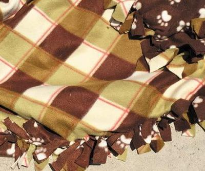 Crafts: How to Make a Falltime Fleece Blanket for Your Dog