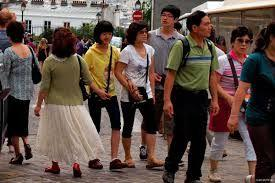 Chinese tourists love to shop and spend more