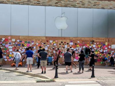 Boarded up Apple Stores become unofficial canvases for peaceful protest