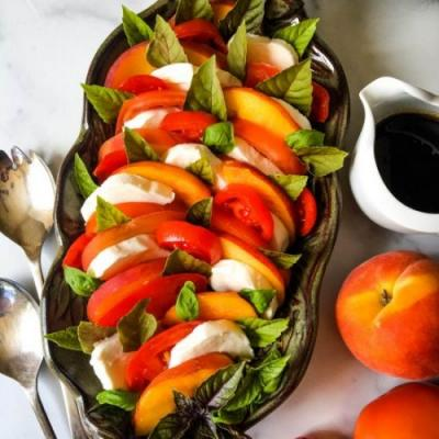 Fresh Peach and Tomato Caprese Sala