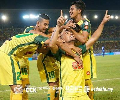Kedah 2 (3) Felda United 0 (1): Sandro's brace sends defending champions through to third consecutive Malaysia Cup final