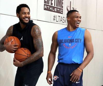 Knicks, Carmelo can't avoid weird training camp scene