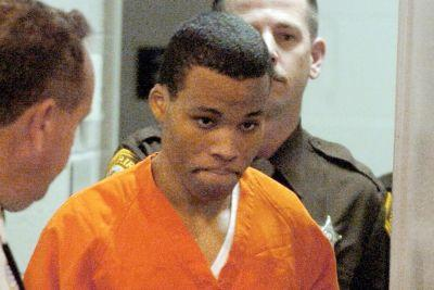 Judge tosses out life sentences for DC sniper Lee Boyd Malvo