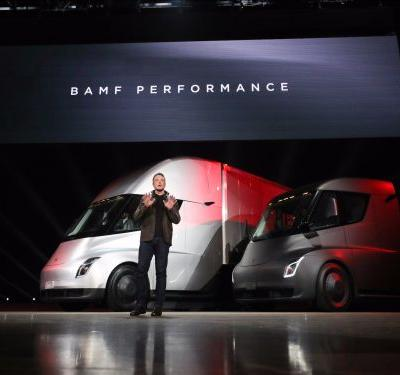 Here's a first look at Tesla's electric semi