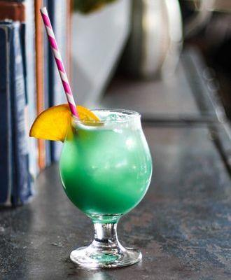 Blue Curaçao Cocktail: Blue Daydream
