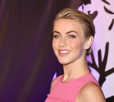Julianne Hough's Body-Scan Meditation Routine Can Help You Start Your Day On A Positive Note