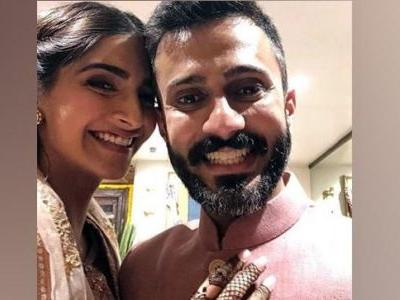 Sonam and Anand in pastel colours at mehendi were perfect for a summer wedding