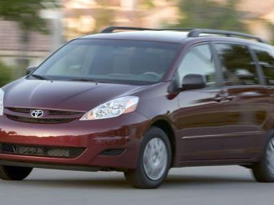 Toyota's Recalling Hundreds Of Thousands Of Sienna Minivans For Rollaway Risk