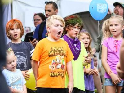 Barton Hills Choir shines again at Austin Kiddie Limits, this time with David Grissom