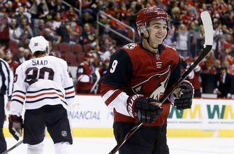 Coyotes start fast, send Blackhawks to 6th straight loss