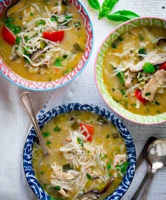 Slow cooker thai chicken coconut soup