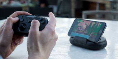 The New Kanex GoPlay Sidekick MFi Controller Has a Neat Portable Case That Doubles as a Stand