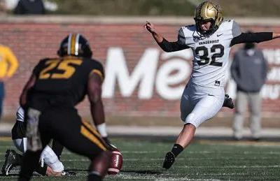 Vanderbilt's Sarah Fuller makes football history as 1st woman to kick for Power 5 school