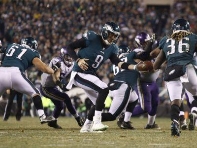 Foles keeps improbable run going as Eagles rout Vikings