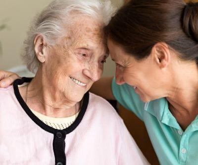 Experimental Alzheimer's drug stirs hope after early trials