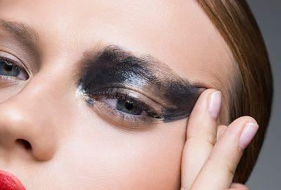 There's a Right and Wrong Way to Remove Your Eye Makeup-and One May Be Aging You